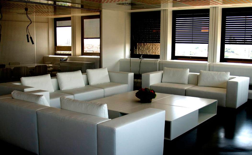 Mobiliario corporativo para oficinas en empresas en madrid for Mobiliario de oficina madrid