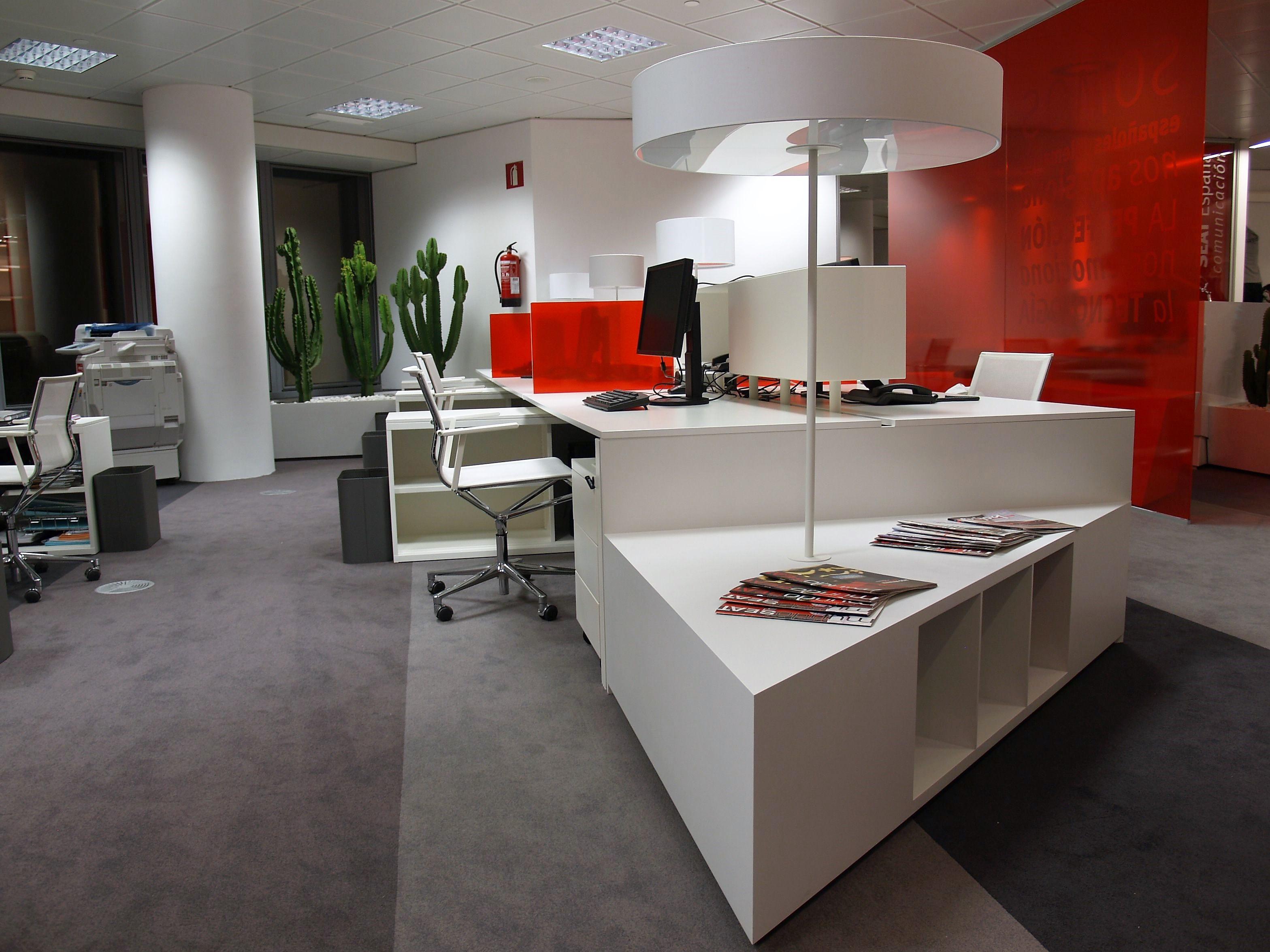 Mobiliario de oficina <br>Mamparas divisorias